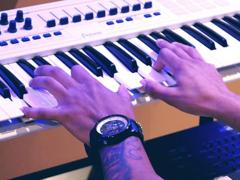 How To Choose a MIDI Keyboard for Your Home Recording Studio