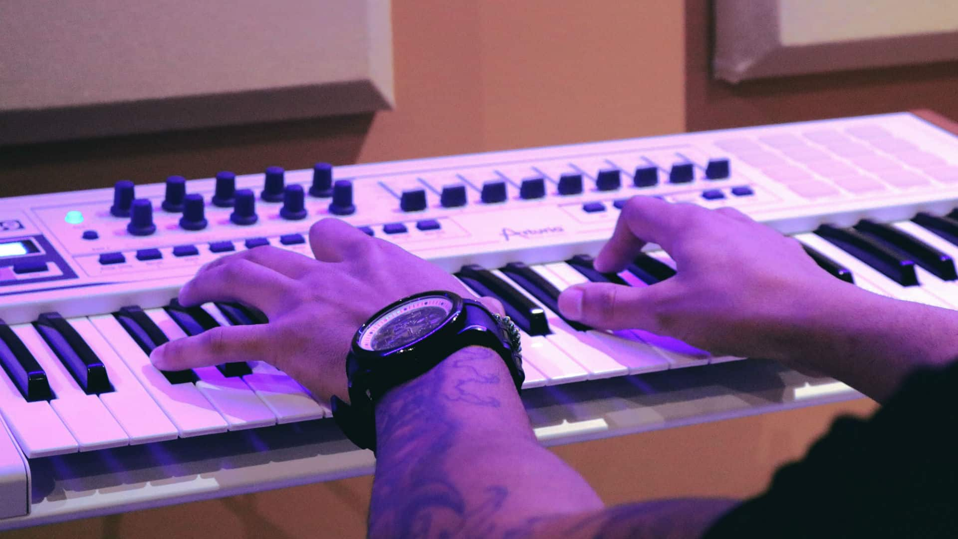 Choosing The Best MIDI Keyboard Controller For Your Studio