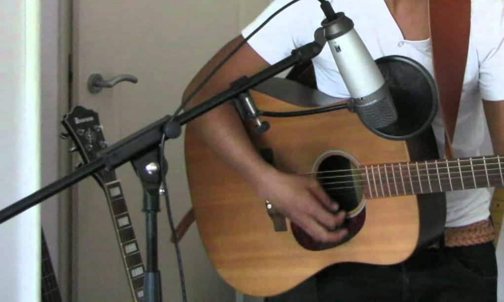 Make a Simple Recording of Acoustic Guitar and Vocals